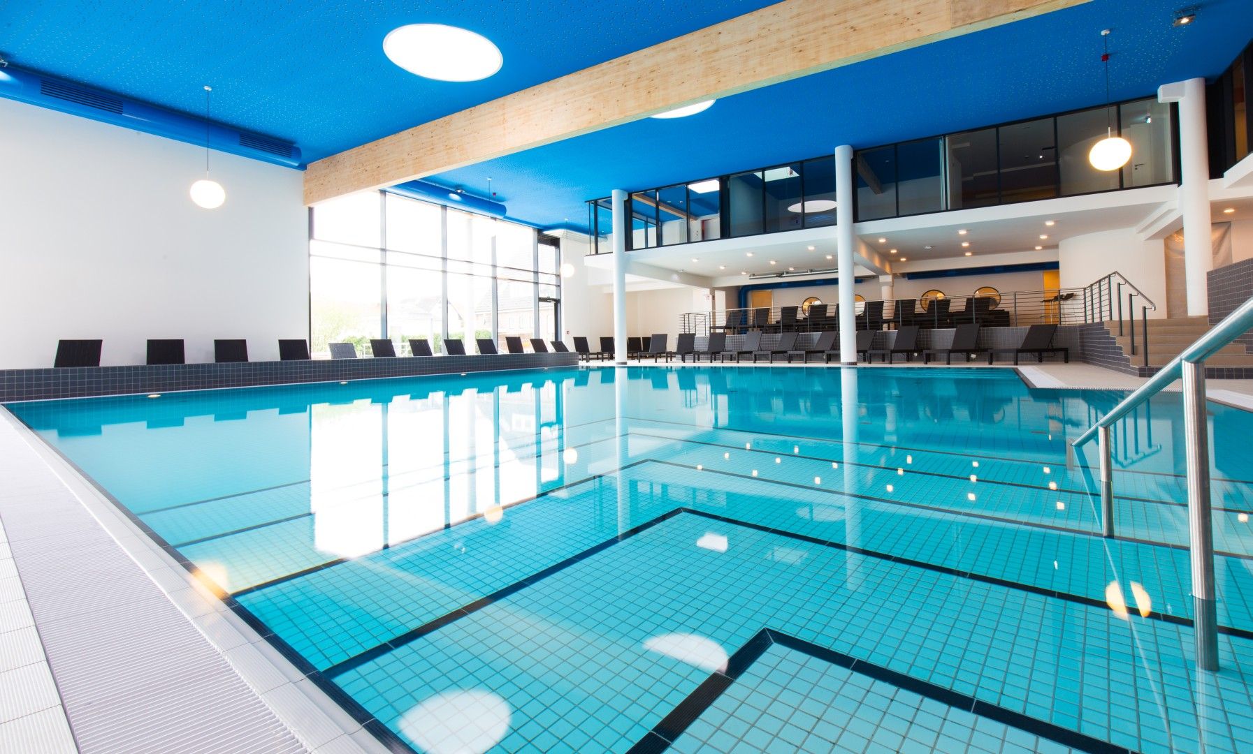 Pool sauna fitness studio carat hotel residenz for Schwimmbad pool
